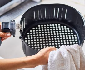 How to clean an air fryer basket