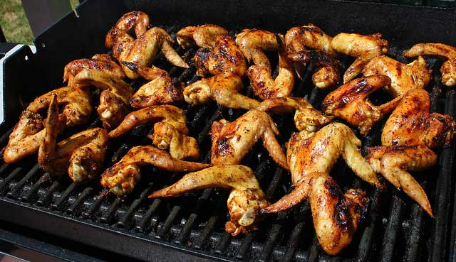 How to reheat chicken wings in a grill