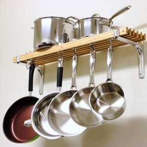 How to arrange pots and pans in a rack